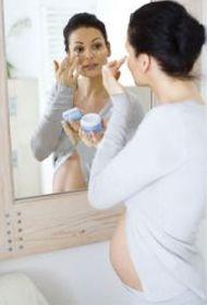 Чем отличается уход за кожей во время беременности? - фото
