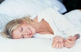 Здоровый сон в темноте поможет похудеть - фото