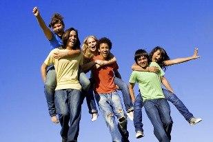 Молодежь активнее других интересуется солнцезащитной косметикой - фото