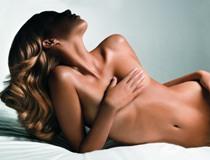 Косметологи предостерегают от напрасной траты времени в борьбе с растяжками - фото