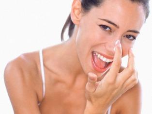 Женщинам важно, чтобы в косметике содержался фактор защиты от солнца  - фото