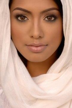 Жительницы ОАЭ активно посещают косметологов - фото
