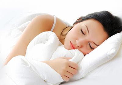 Недостаток сна ведет к преждевременному старению кожи - фото