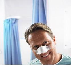 Спрос на пластические операции среди мужчин заметно увеличился - фото